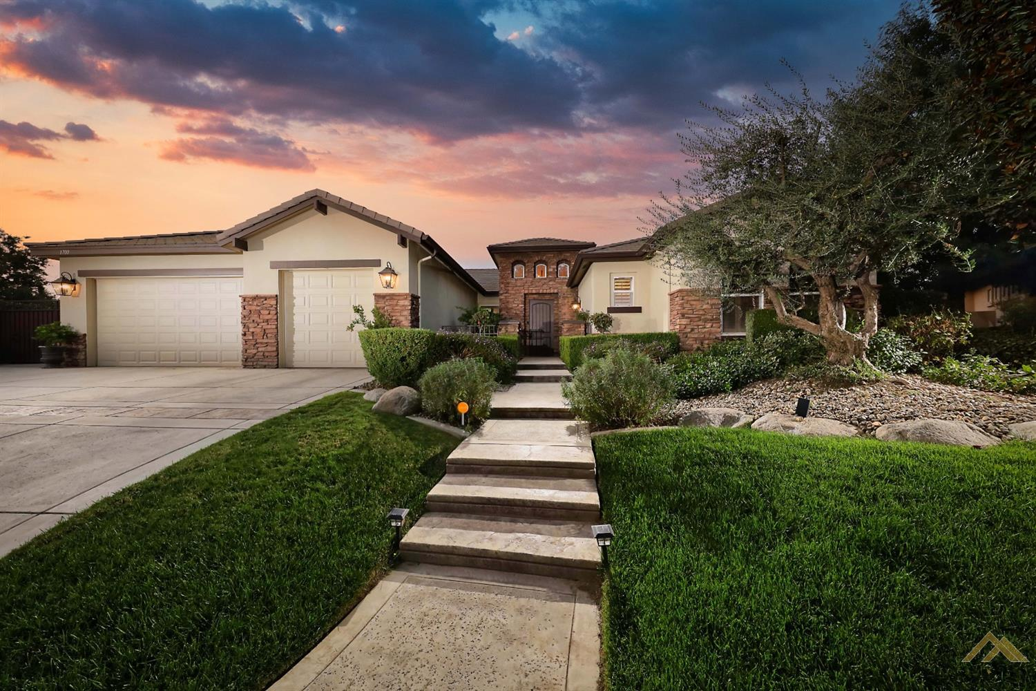 Photo of 1700 Briercliff Court, Bakersfield, CA 93311