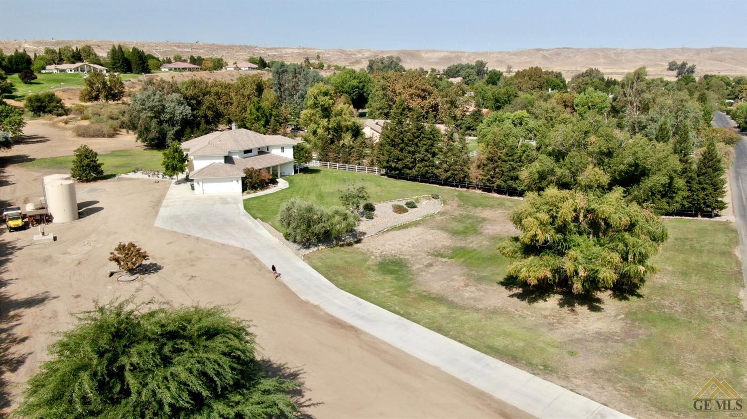 Photo of 7001 Meadows Of The Kern Drive, Bakersfield, CA 93308