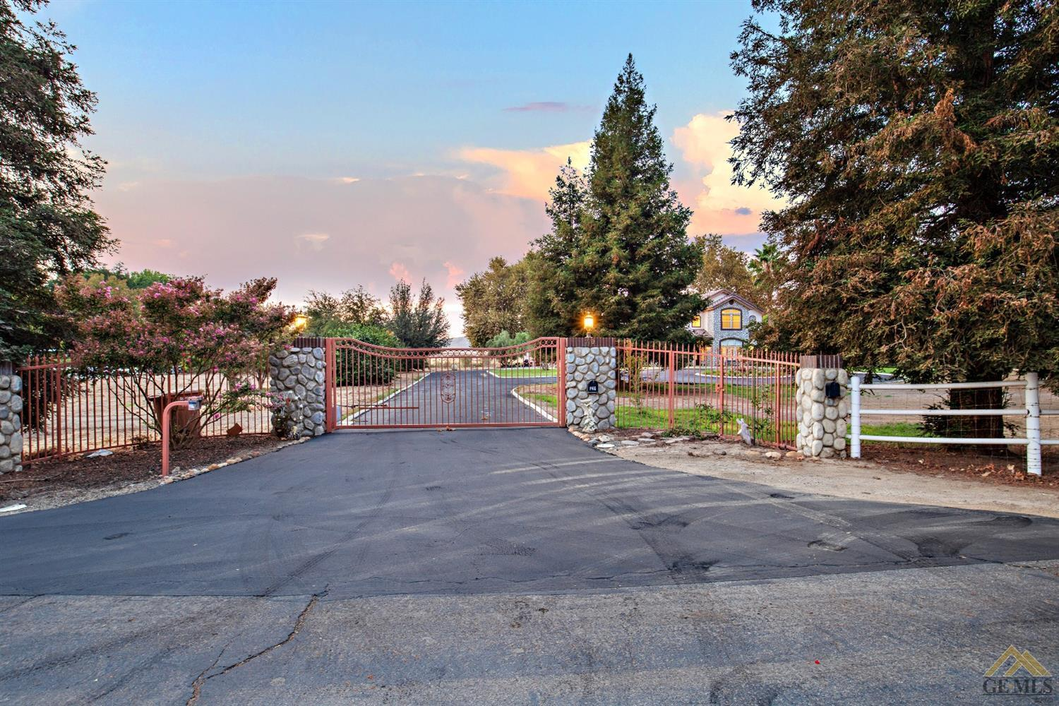 Photo of 7701 Meadows Of The Kern Drive, Bakersfield, CA 93308