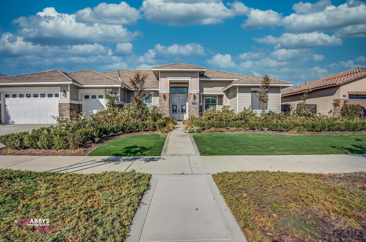 Photo of 11710 Heliotrope Court, Bakersfield, CA 93311