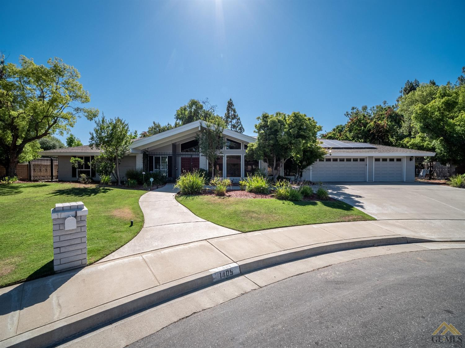 Photo of 1405 Calle Hermosa, Bakersfield, CA 93309