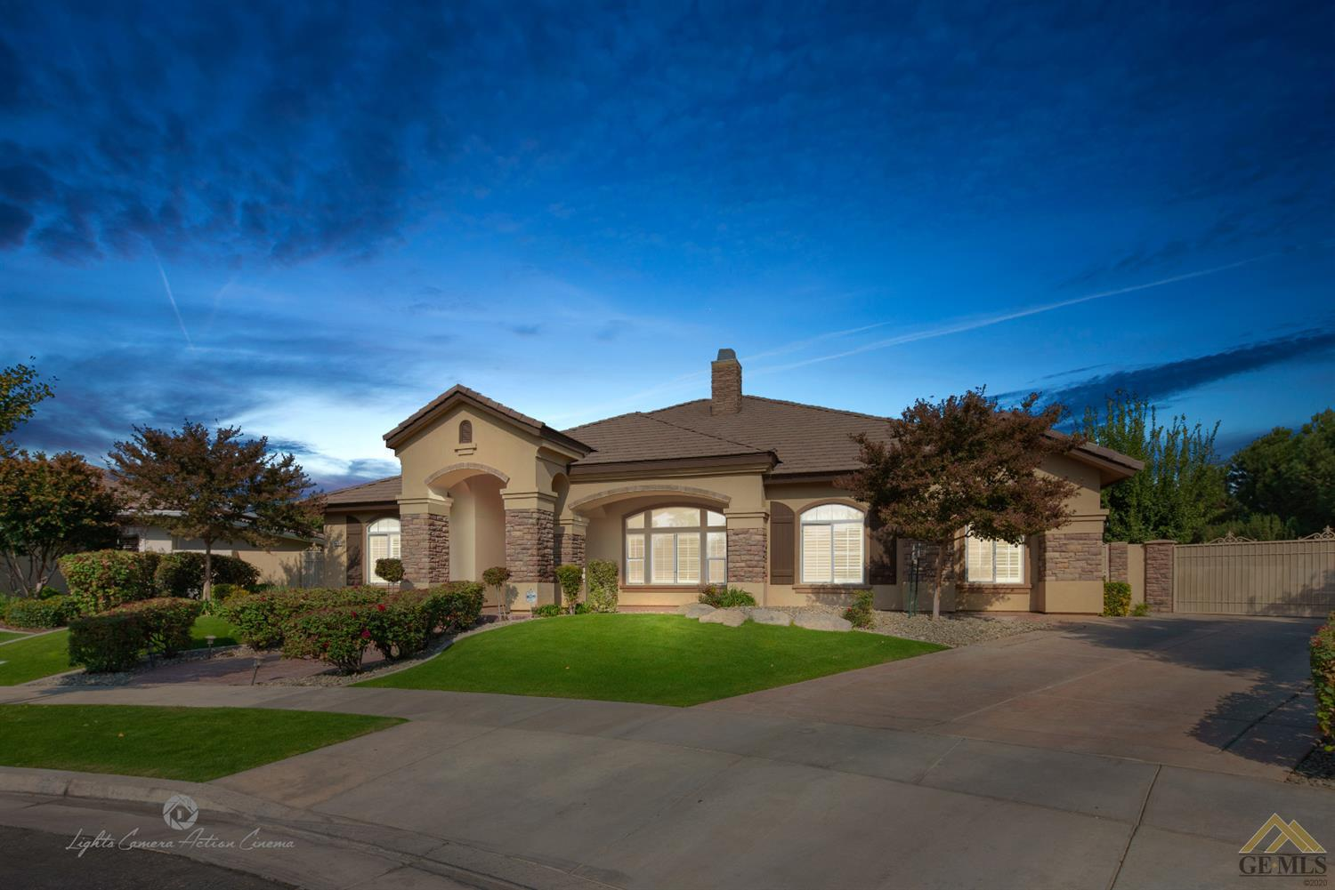 Photo of 10804 Stratton Court, Bakersfield, CA 93312