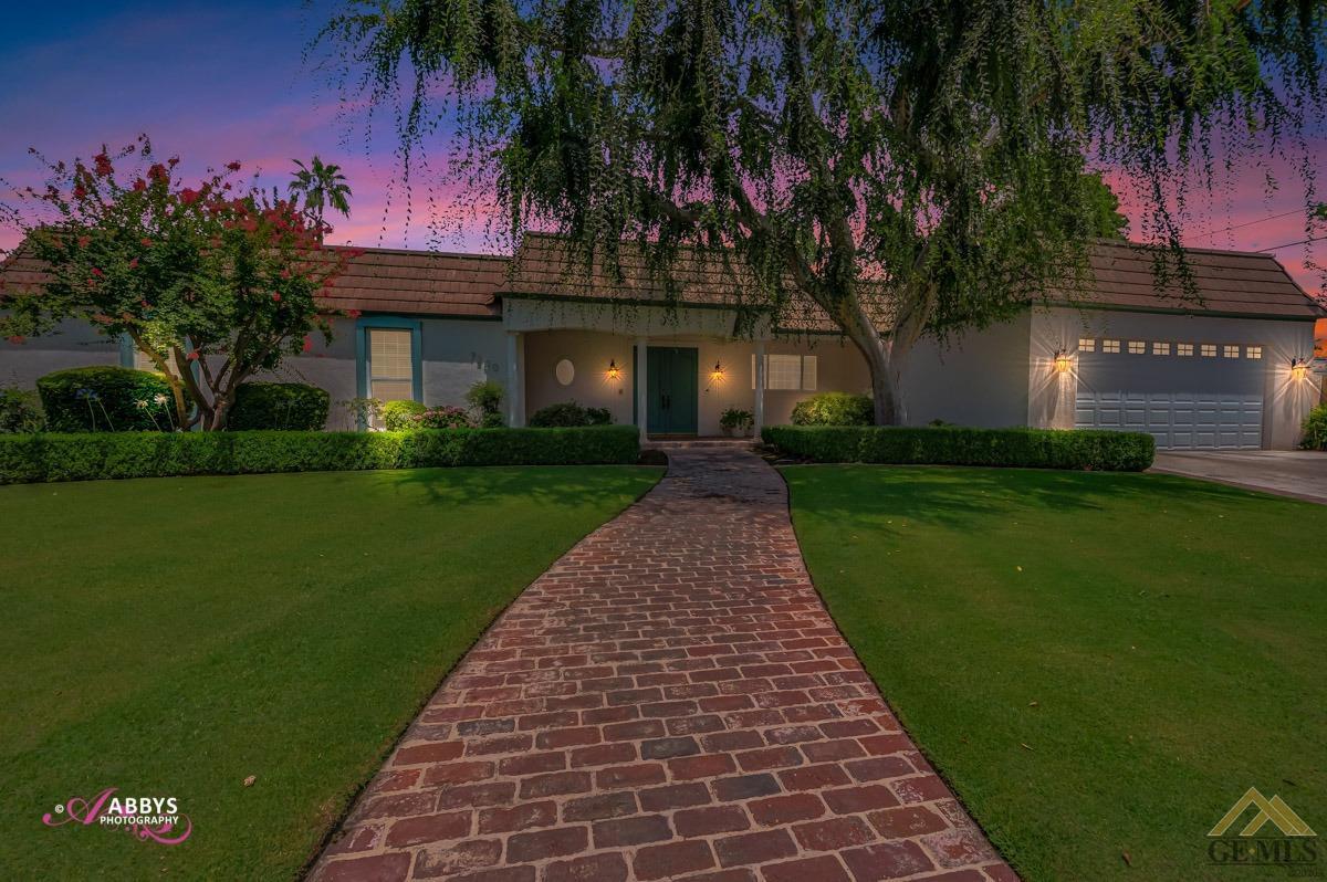 Photo of 7200 Meadowbrook Lane, Bakersfield, CA 93309
