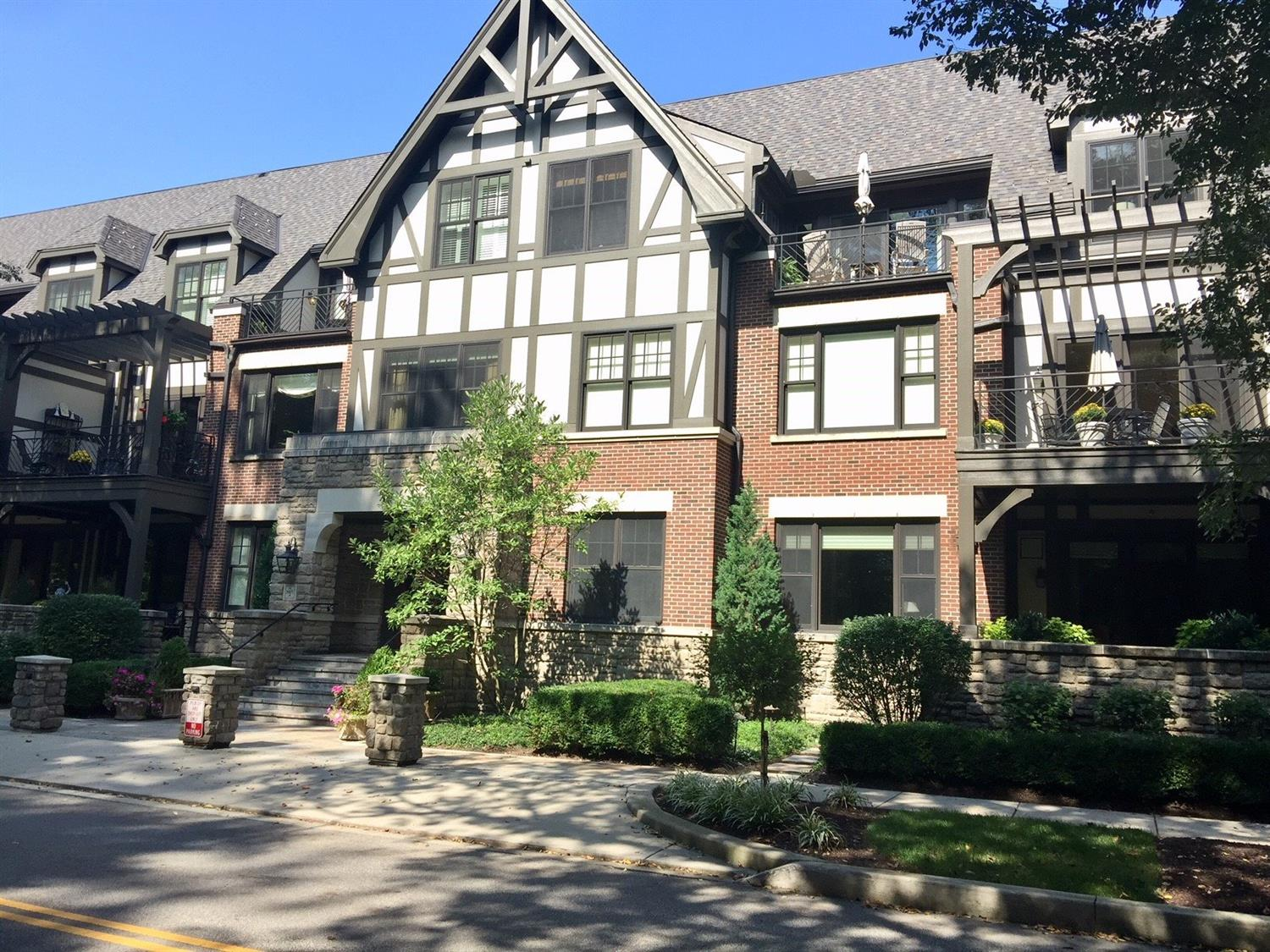 Property for sale at 3942 Miami Road Unit: 202, Mariemont,  OH 45227