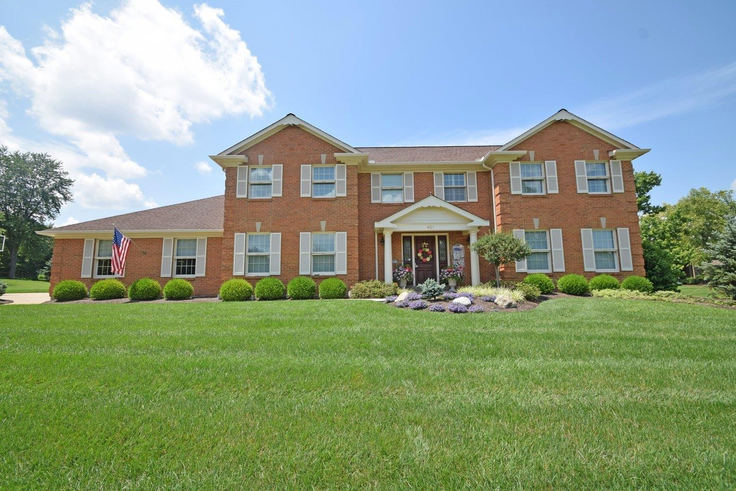Spacious Coldstream classic w/endless amenities nestled on 1 magnificent acre of lush flat lawns*Gourmet eat-in kit w/granite tops/prof grade app open to great rm w/floor-to-ceil stone FP*Fam rm w/wetbar*Master ste*Backyard oasis w/Trex deck/in-ground pool/sprawling patio w/blt-ins/outdoor kit/BBQ/bar seating*3-car GAR*An entertainer's delight!