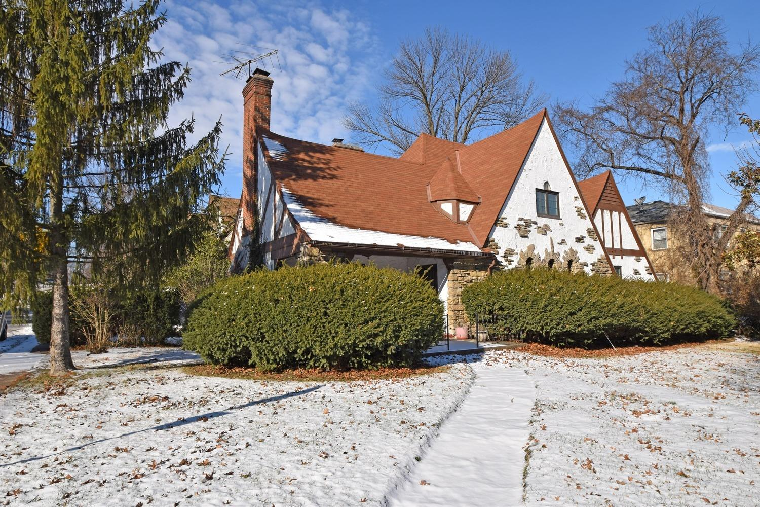 This tudor with today's flr plan is waiting for your personal touch.Entry of this spacious Paddock Hills home opens to LR with vaulted ceiling & view 2nd flr.Located near Avon Fields Golf Course & Avon Nature Center.Water heater,AC & Air Handler '17.