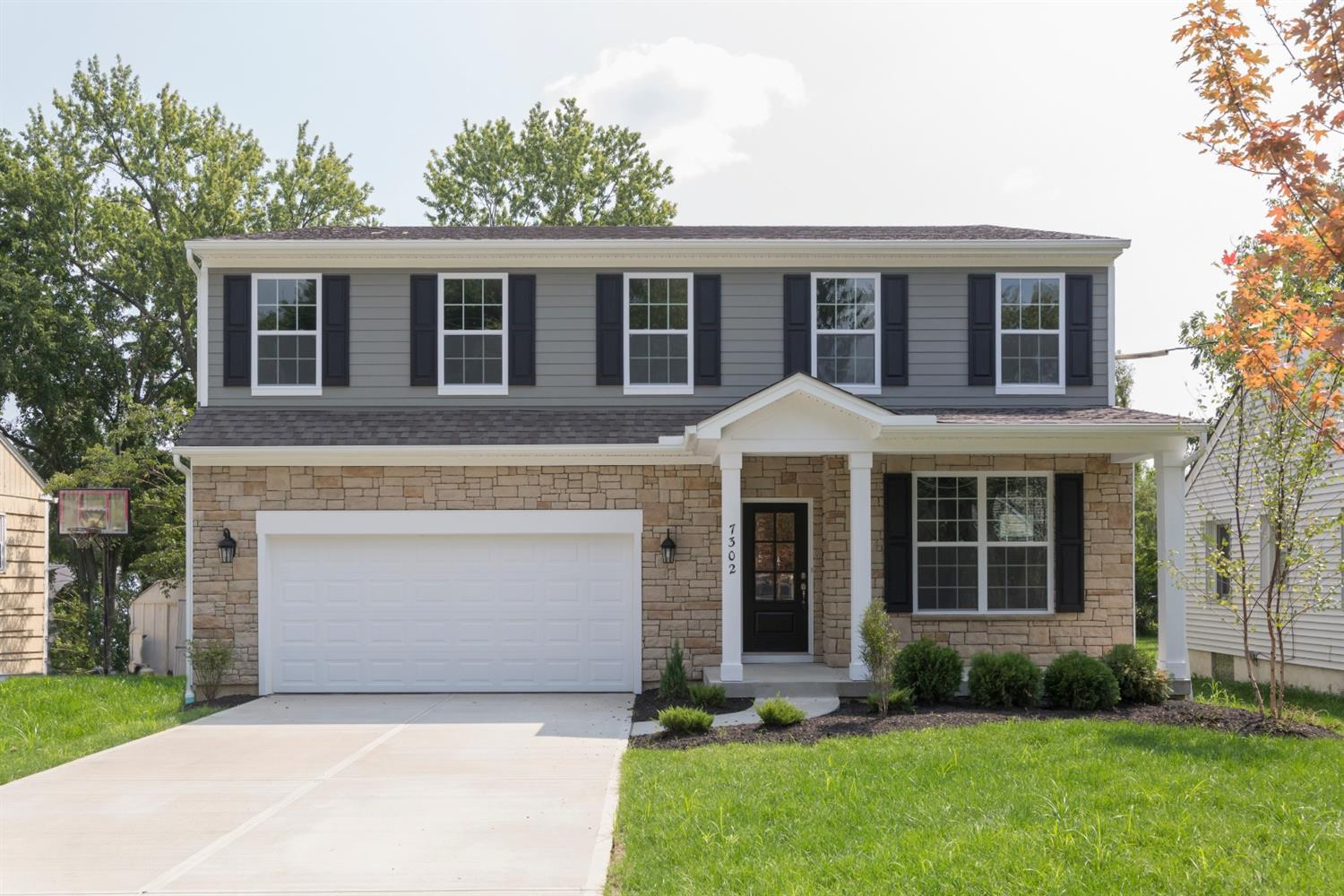Photo of home for sale at 7302 Iuka Avenue, Madeira OH
