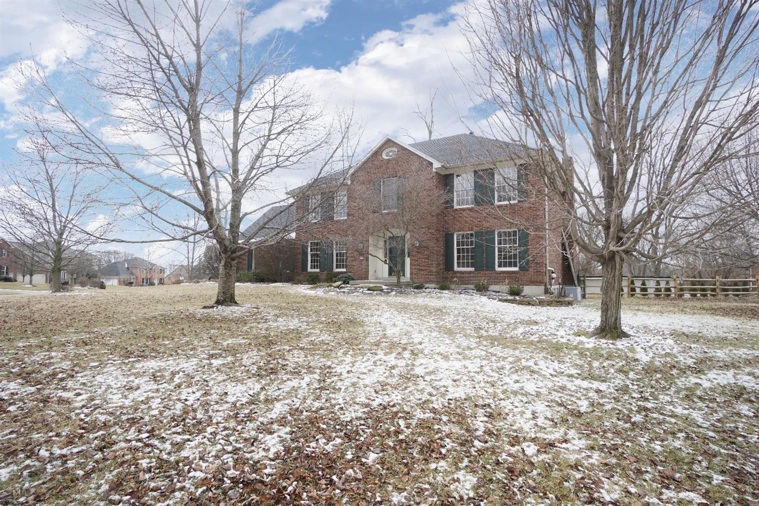 Great home in desirable West Chester Forest.4000sqft of living space,finished basement,hdwd floors,custom built kitchen, Home office/Study, Master Suite with great storage, Great deck/pool for entertaining and enjoying the outdoors.New roof in 2012, solid 6-panel doors. lots of upgrades!