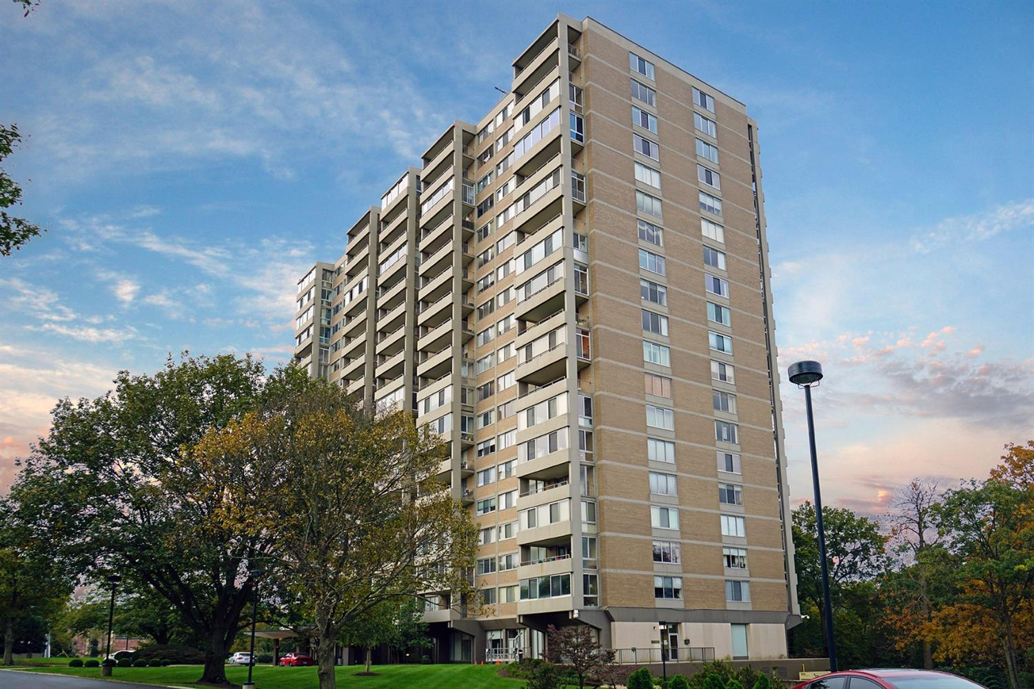 Property for sale at 2324 Madison Road Unit: 1707, Cincinnati,  OH 45208