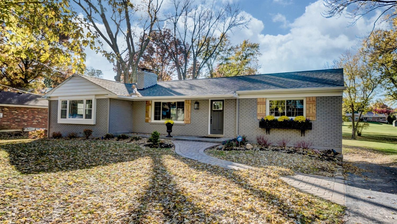 Property for sale at 7449 Hosbrook Road, Sycamore Twp,  OH 45243