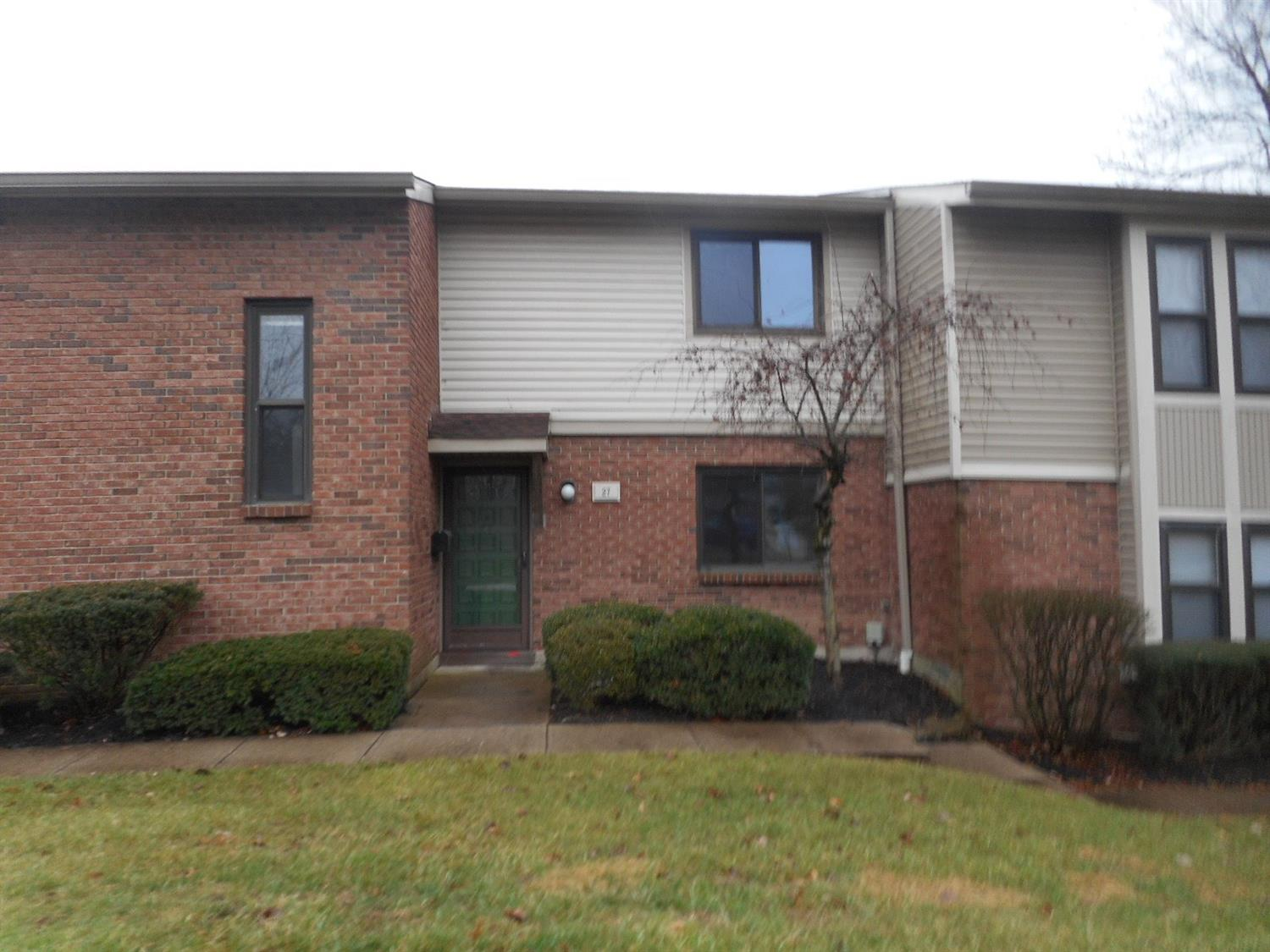 Property for sale at 27 Woodview Court, Springdale,  OH 45246