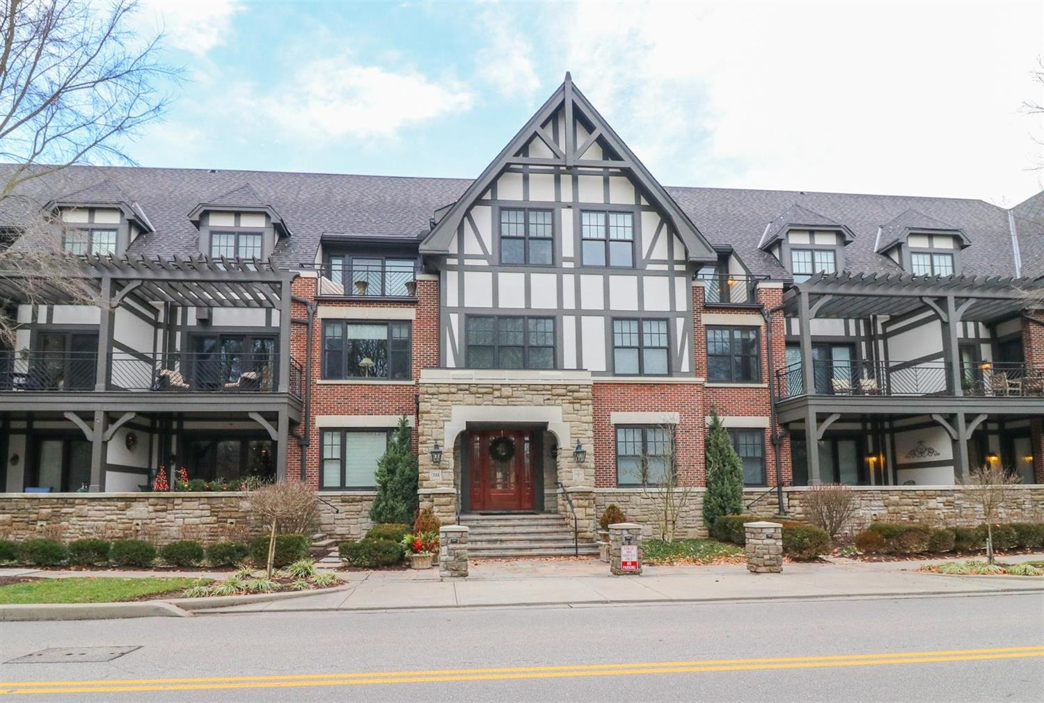 Property for sale at 3944 Miami Road Unit: 207, Mariemont,  Ohio 45227