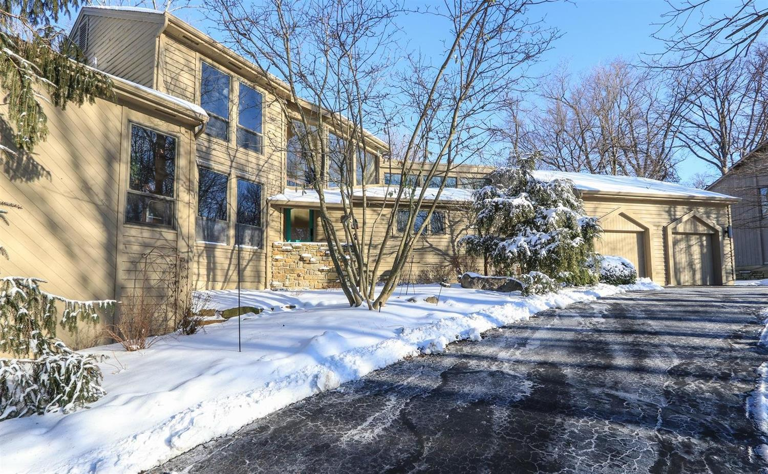 Property for sale at 8 Hollow Oak Court, Blue Ash,  OH 45241