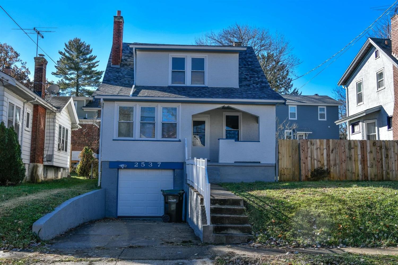 Property for sale at 2537 Ridgeland Place, Cincinnati,  Ohio 45212