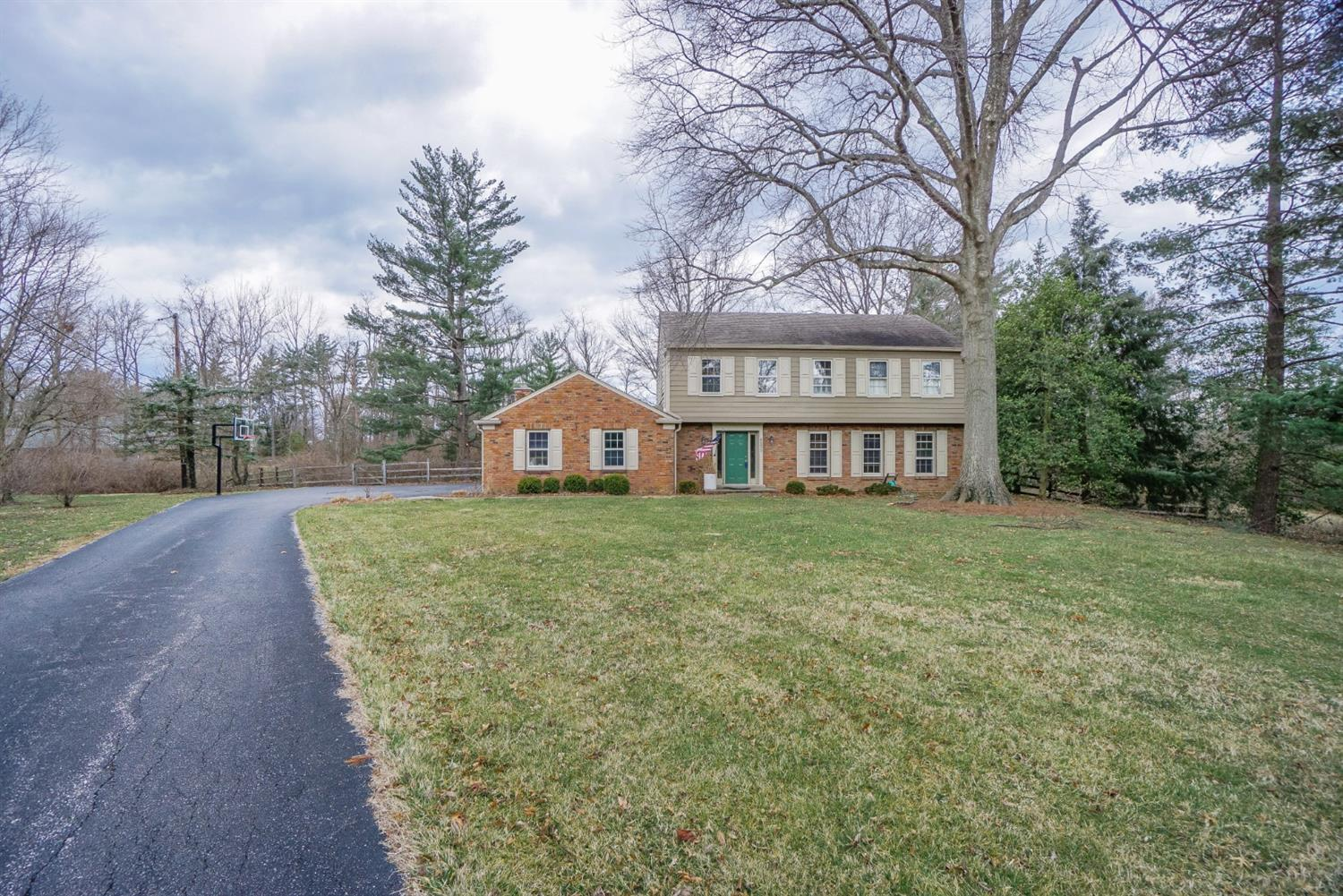 Photo of home for sale at 4855 Miami Road, Indian Hill OH
