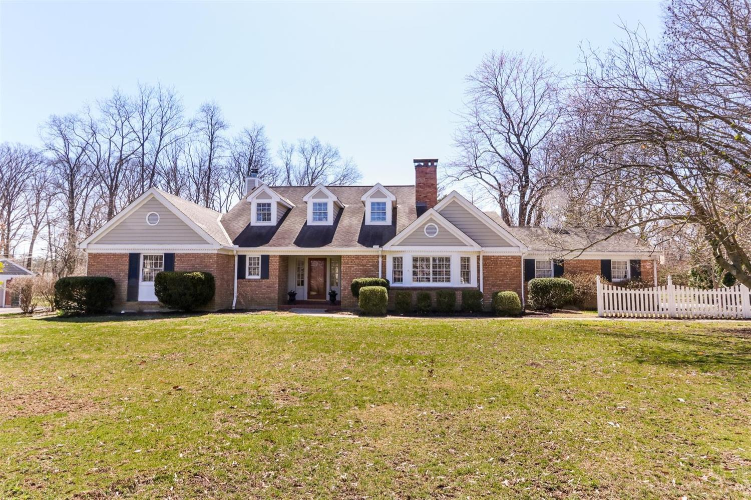 Photo of home for sale at 8055 Clippinger Drive S, Indian Hill OH