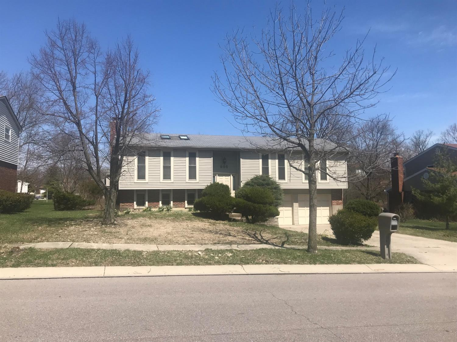 Property for sale at 696 Cedarhill Drive, Springdale,  Ohio 45246