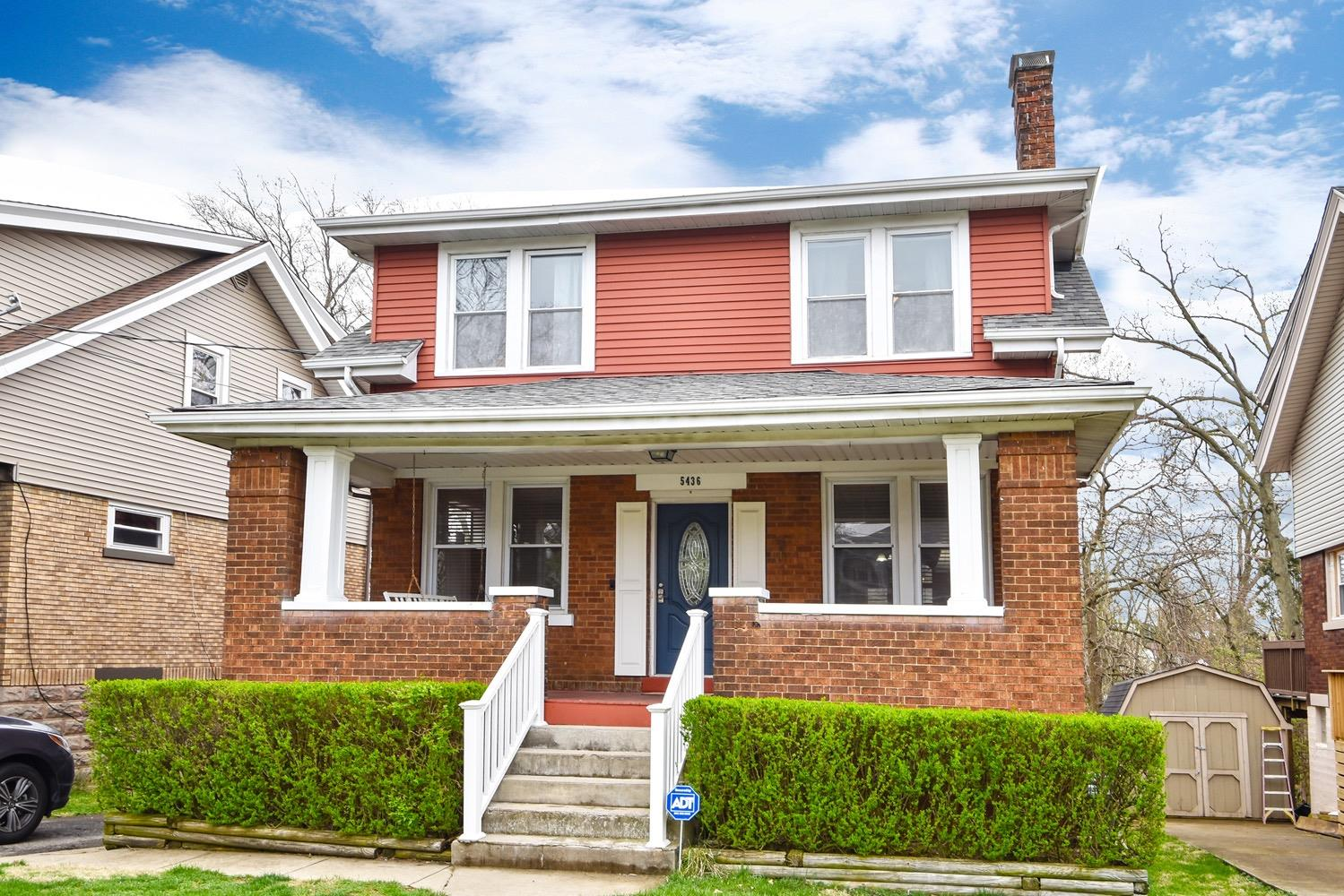 Photo of home for sale at 5436 Laura Lane, Norwood OH