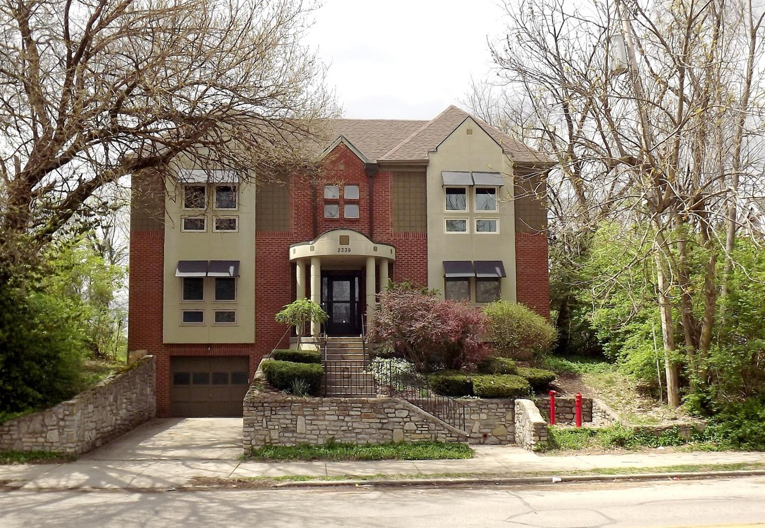 Photo of home for sale at 2339 Kemper Lane, Cincinnati OH
