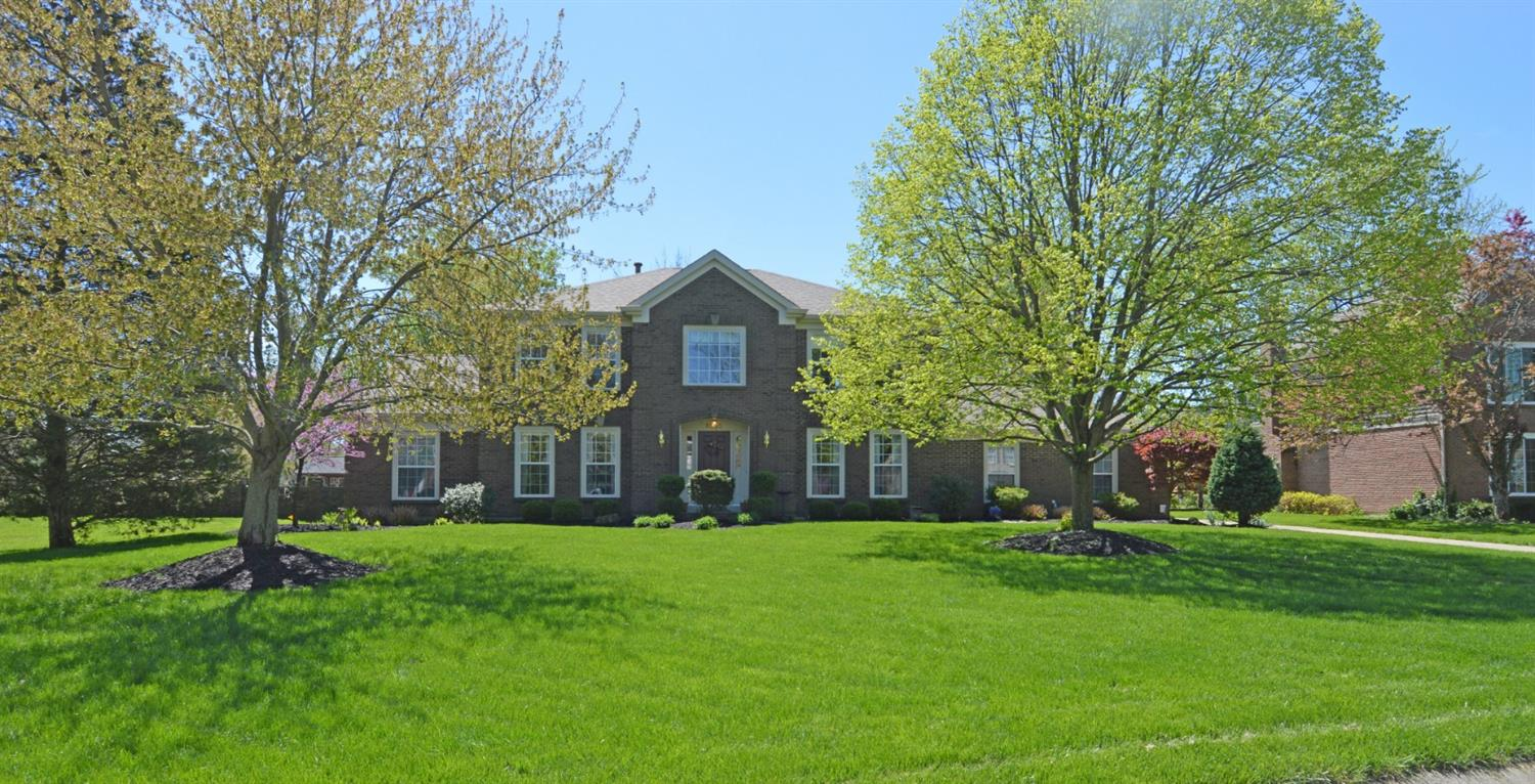 Photo of home for sale at 8555 Nottingwood Drive, Anderson Twp OH