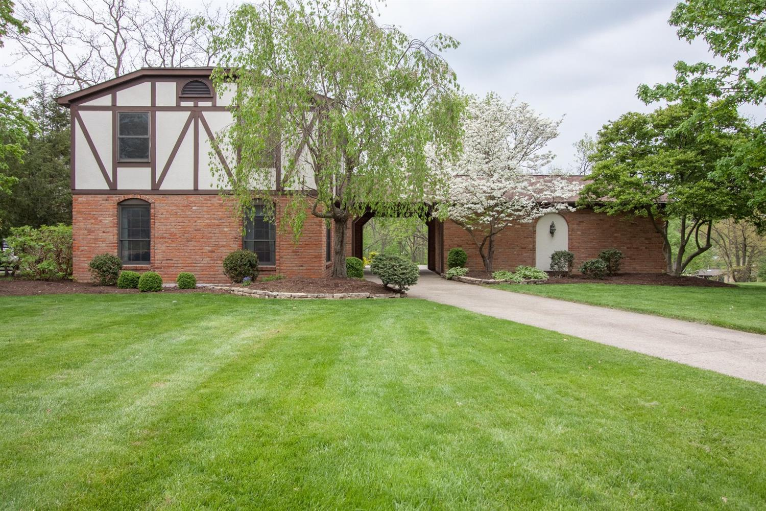 Property for sale at 1996 Harrowgate Hill Lane, Fairfield,  Ohio 45014
