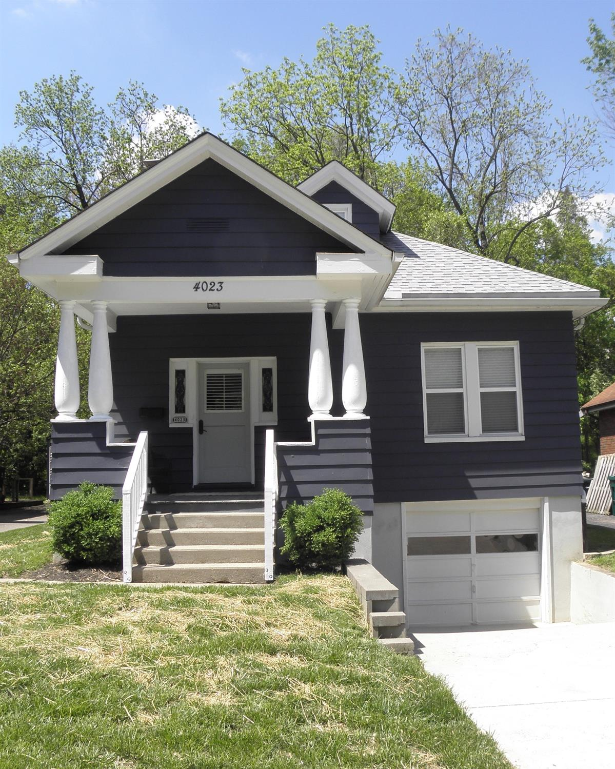 Photo of home for sale at 4023 Paxton Avenue, Cincinnati OH