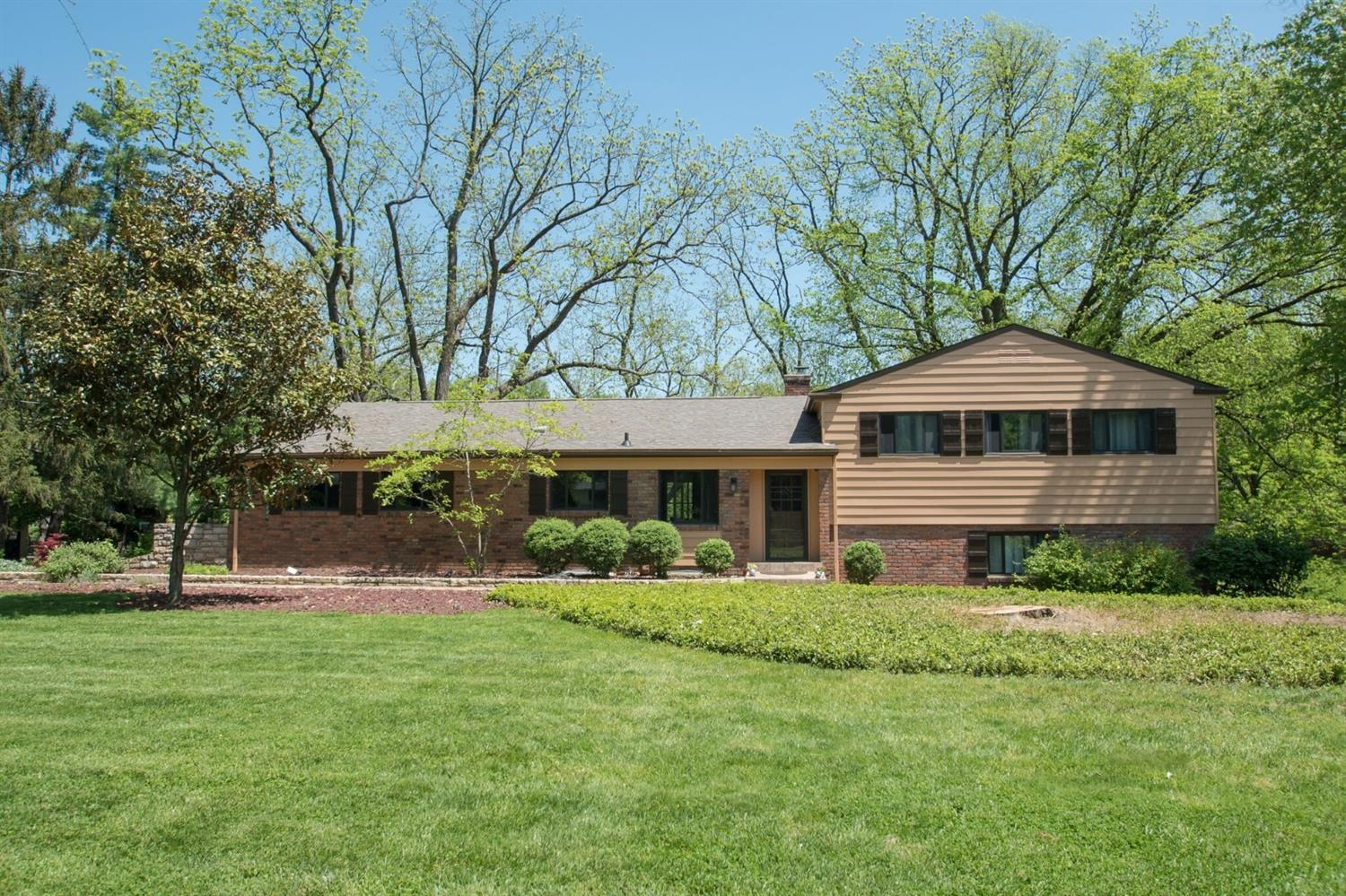 Property for sale at 8360 Springvalley Drive, Amberley,  Ohio 45236