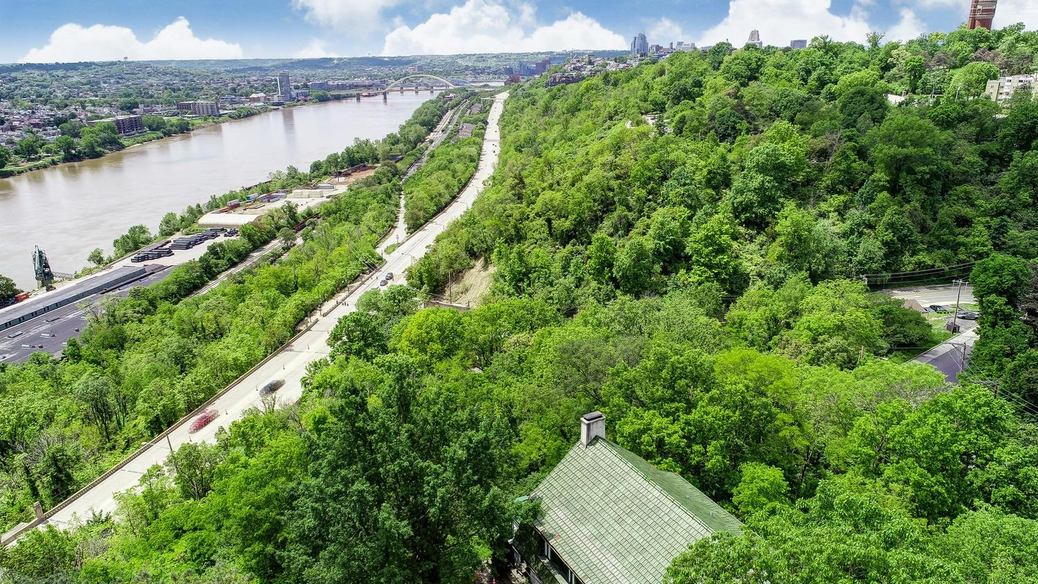Property for sale at 2005 Edgecliff Point, Cincinnati,  Ohio 45206