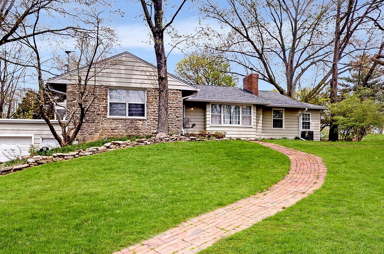 Property for sale at 560 Beechtree Drive, Springfield Twp.,  Ohio 45224