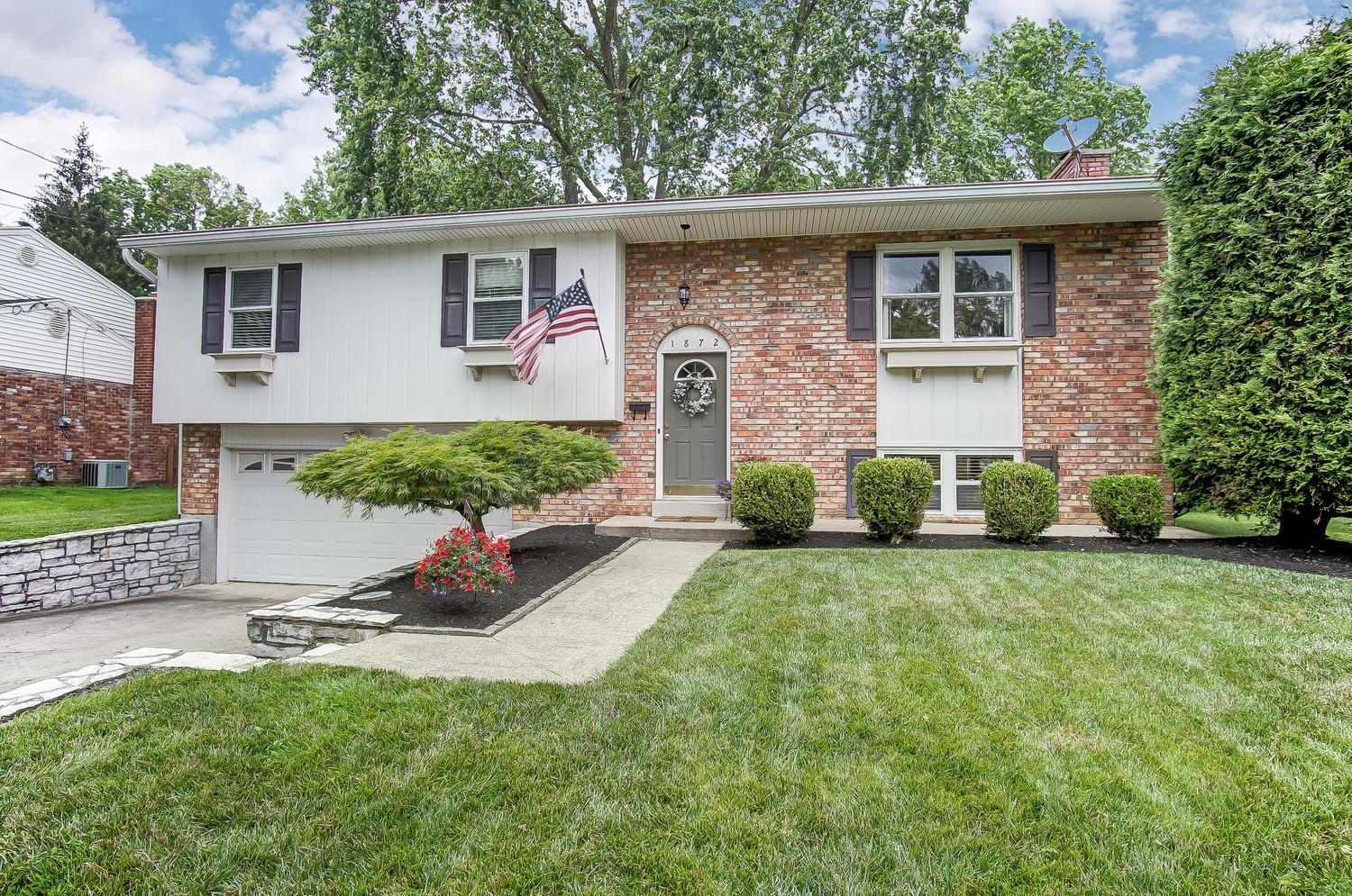 Property for sale at 1872 Lindenhall Drive, Loveland,  Ohio 45140