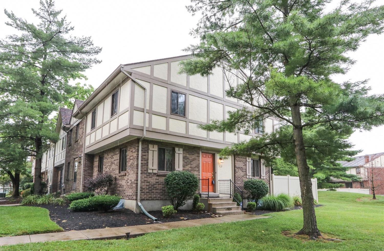 Property for sale at 320 Bainbridge Court, Mason,  Ohio 45040