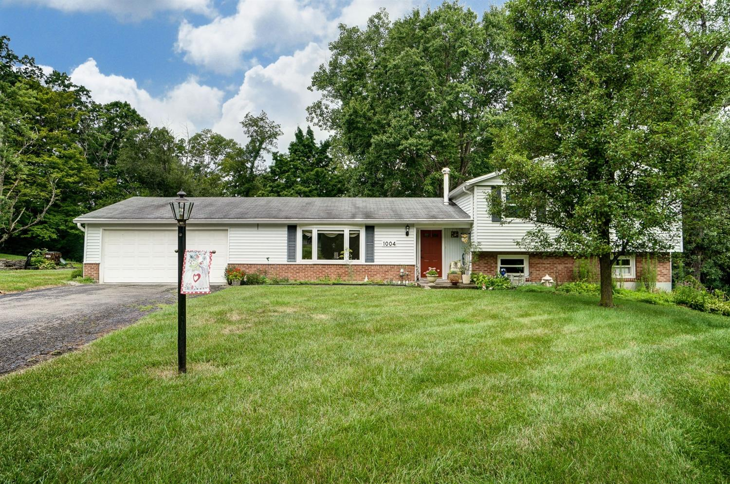 Property for sale at 1004 Newcastle Drive, Springfield Twp.,  Ohio 45231