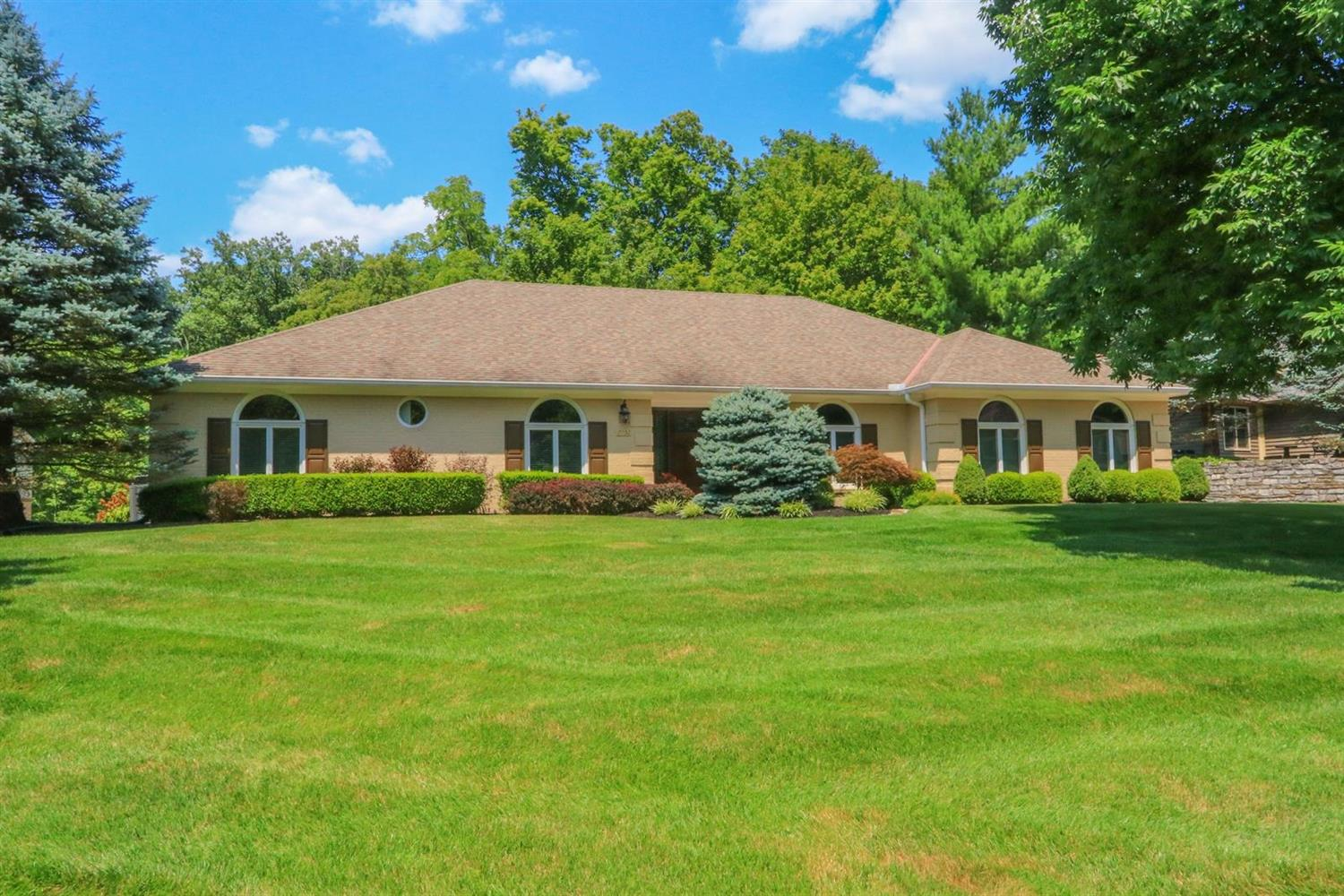 Property for sale at 7952 Chestershire Drive, West Chester,  Ohio 45241