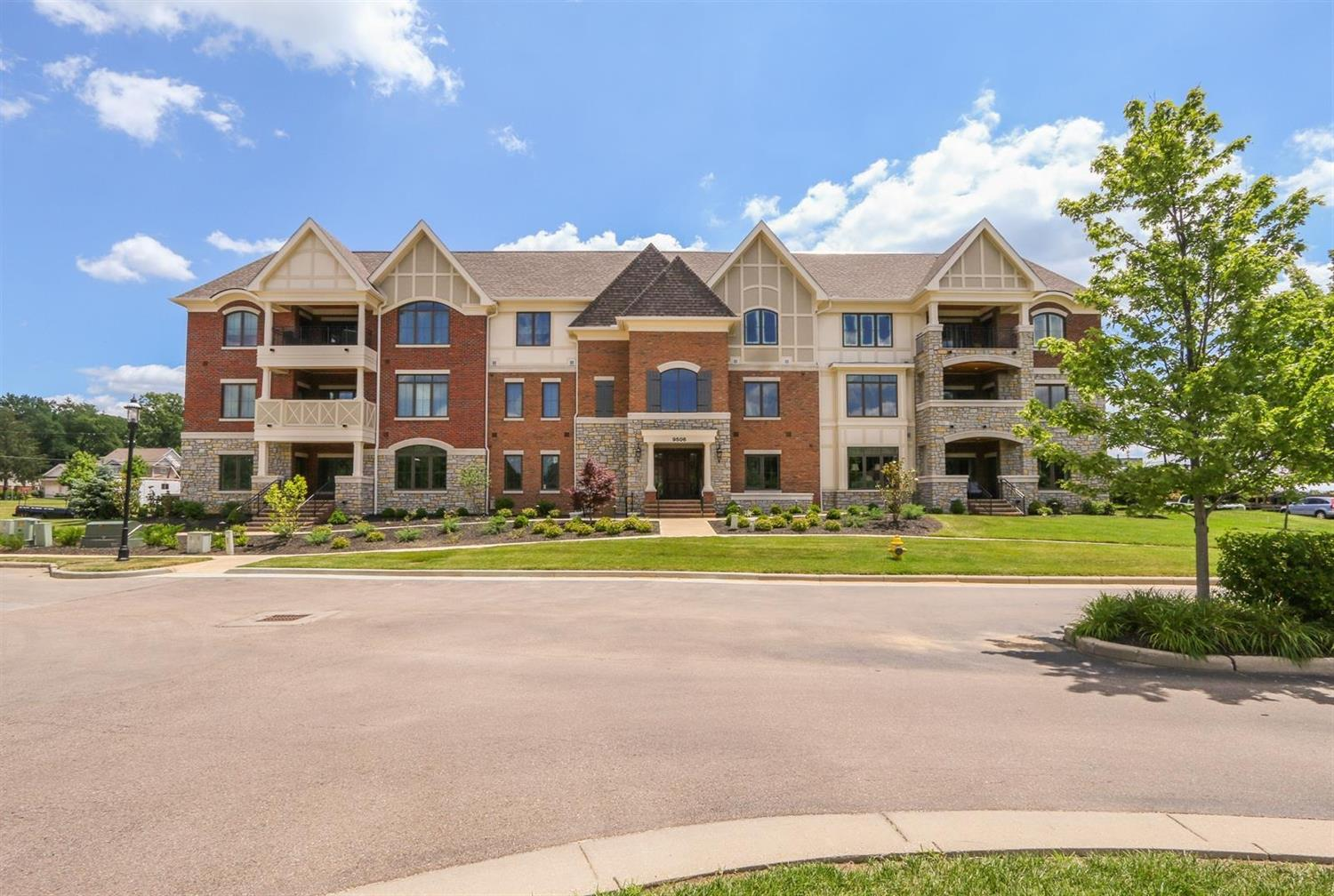 Property for sale at 9506 Park Manor Boulevard Unit: 204, Blue Ash,  Ohio 45242