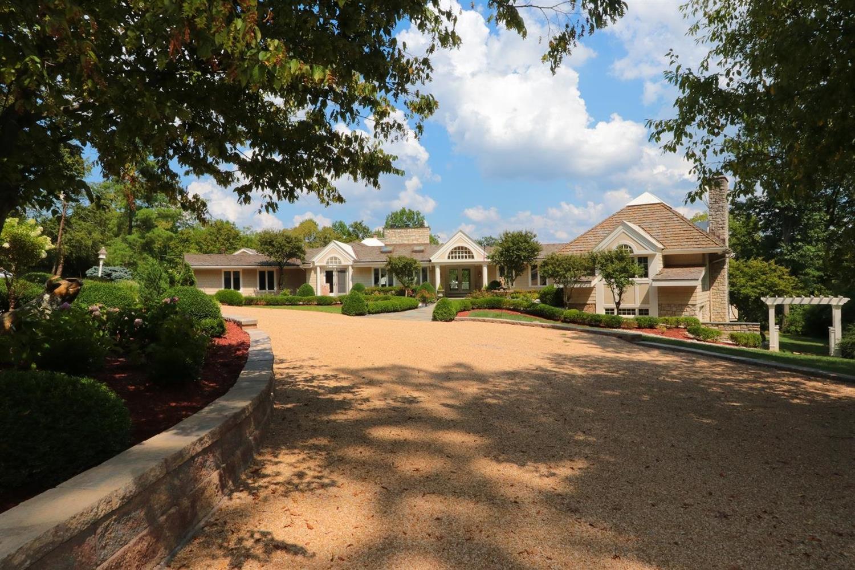 Property for sale at 6220 Hawk Ridge Lane, Indian Hill,  Ohio 45243
