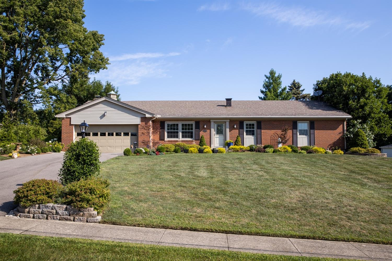 Property for sale at 2078 Harrowgate Hill Lane, Fairfield,  Ohio 45014