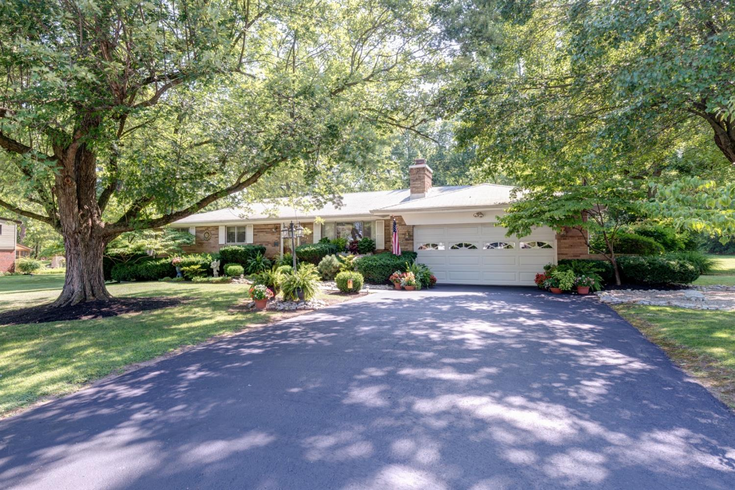 Property for sale at 204 Lakeview Drive, Mason,  Ohio 45040