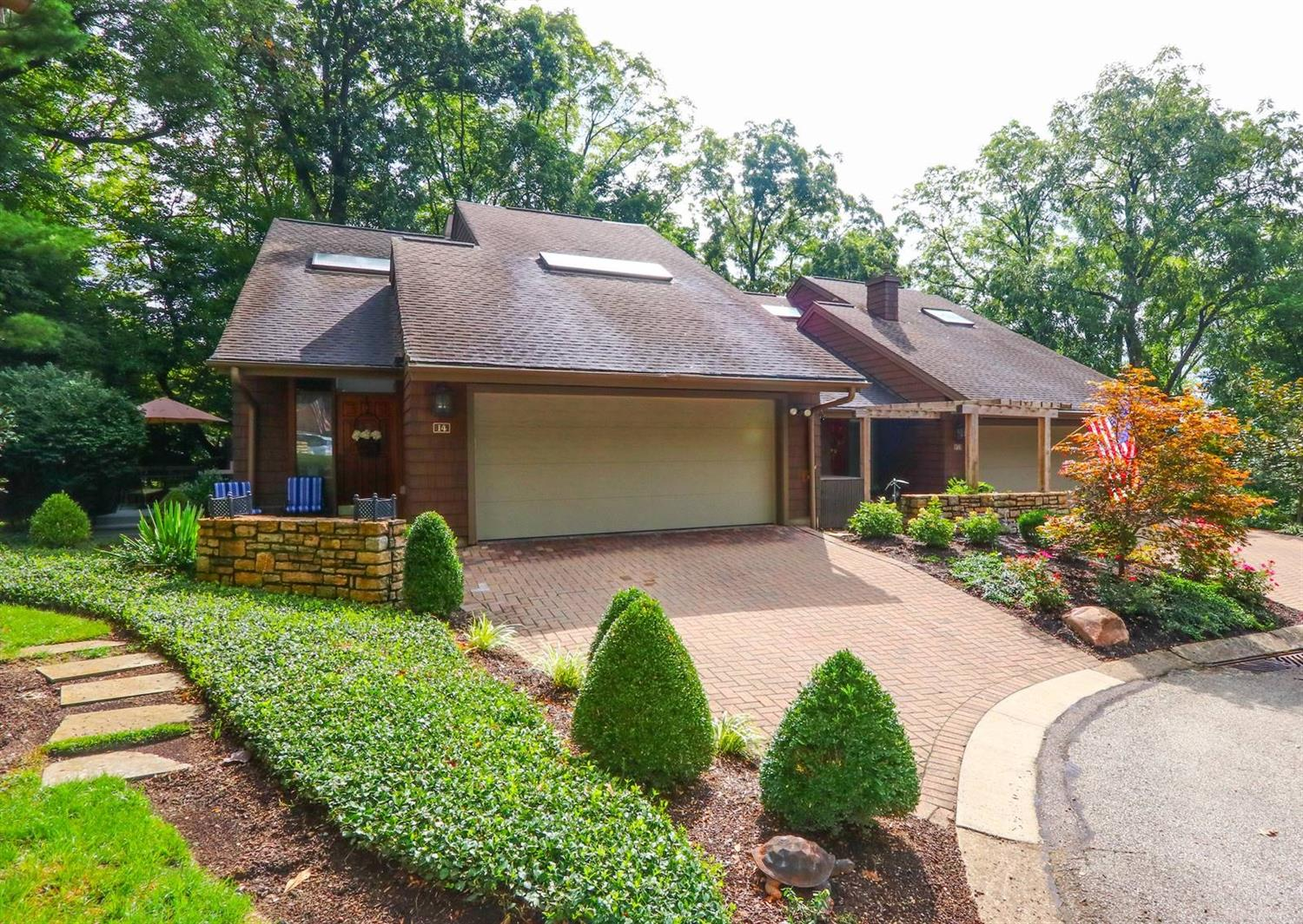 Property for sale at 14 Spring Knoll Drive, Mariemont,  Ohio 45227