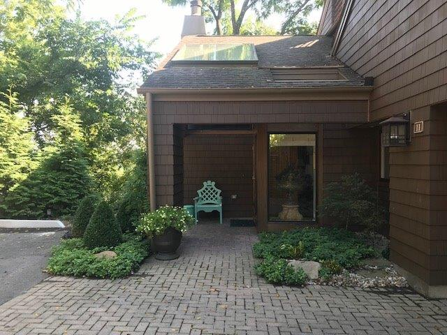 Property for sale at 11 Spring Knoll Drive, Mariemont,  Ohio 45227