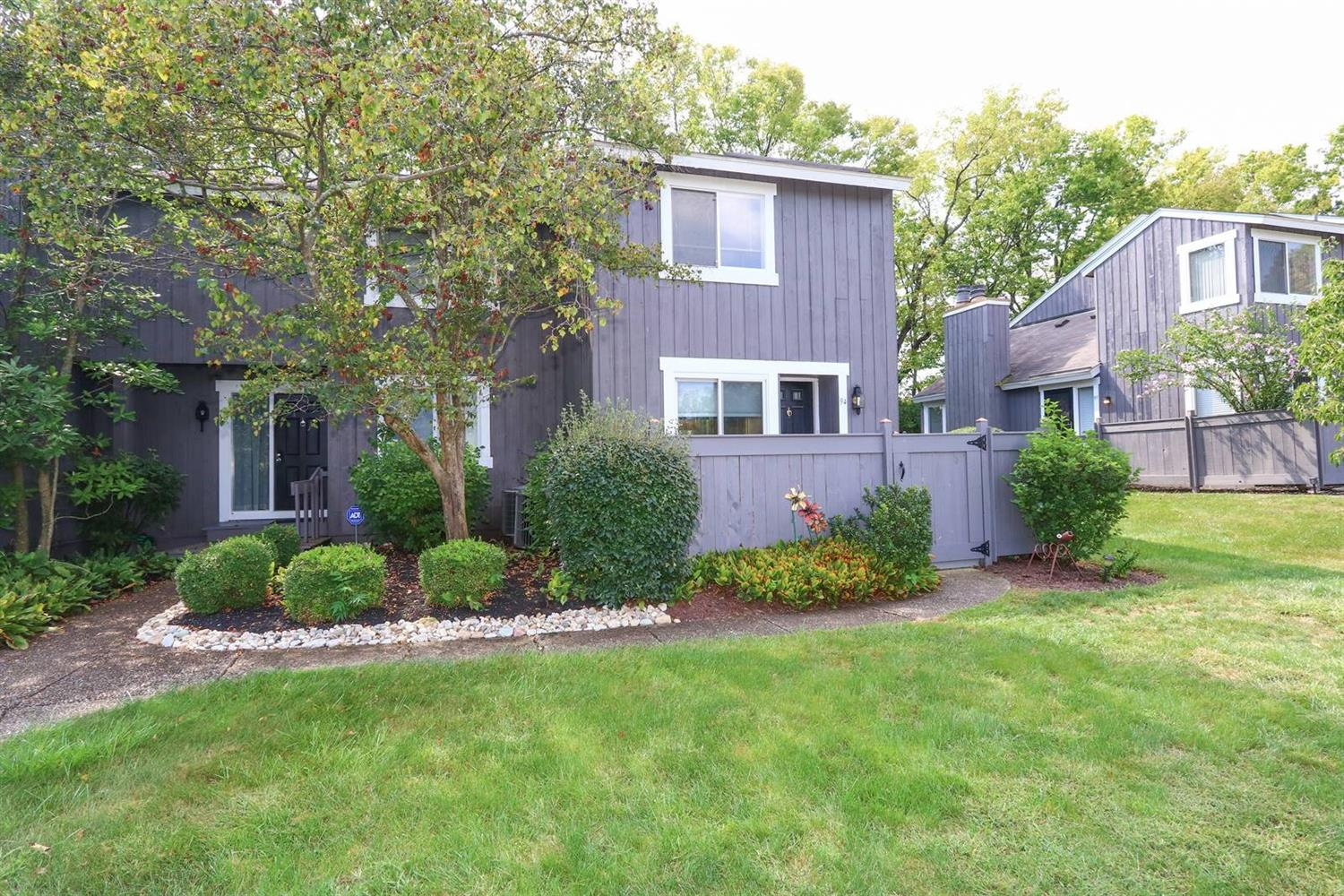 Property for sale at 94 Twin Lakes Drive, Fairfield,  Ohio 45014