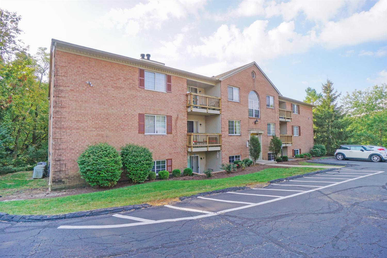 Property for sale at 1535 Gelhot Drive Unit: 143, Fairfield,  Ohio 45014