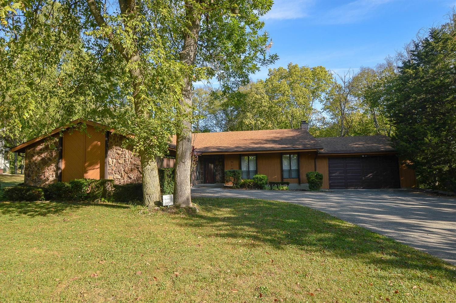 Property for sale at 910 Broadview Drive, Fairfield,  Ohio 45014
