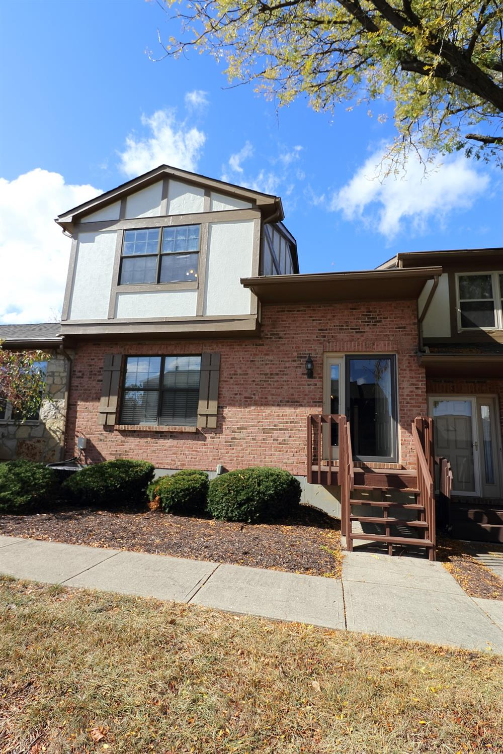 Property for sale at 32 Fairgreen Circle, Fairfield,  Ohio 45014