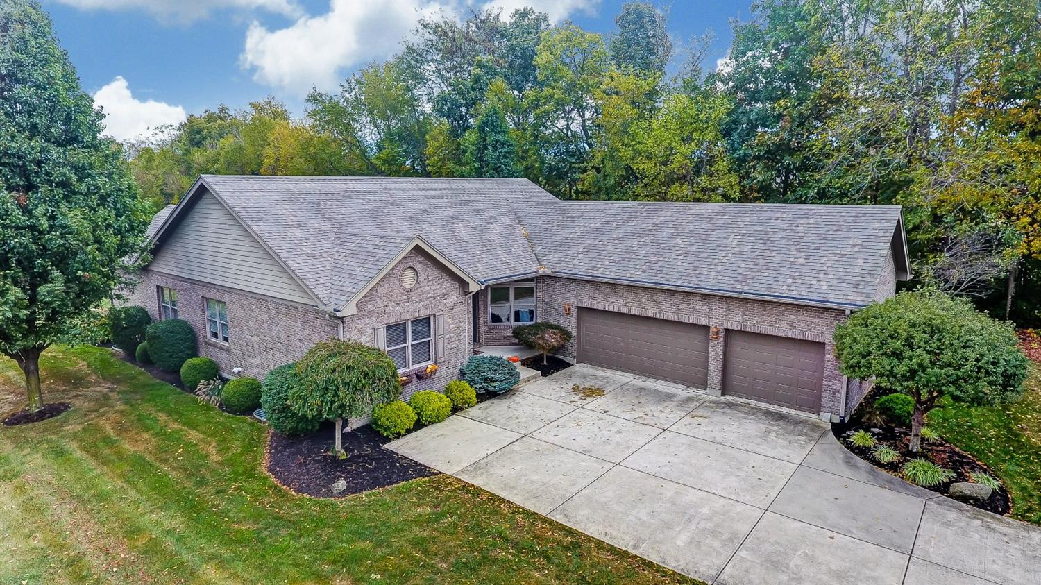 Property for sale at 319 Woodside Trail, Clearcreek Twp.,  Ohio 45036
