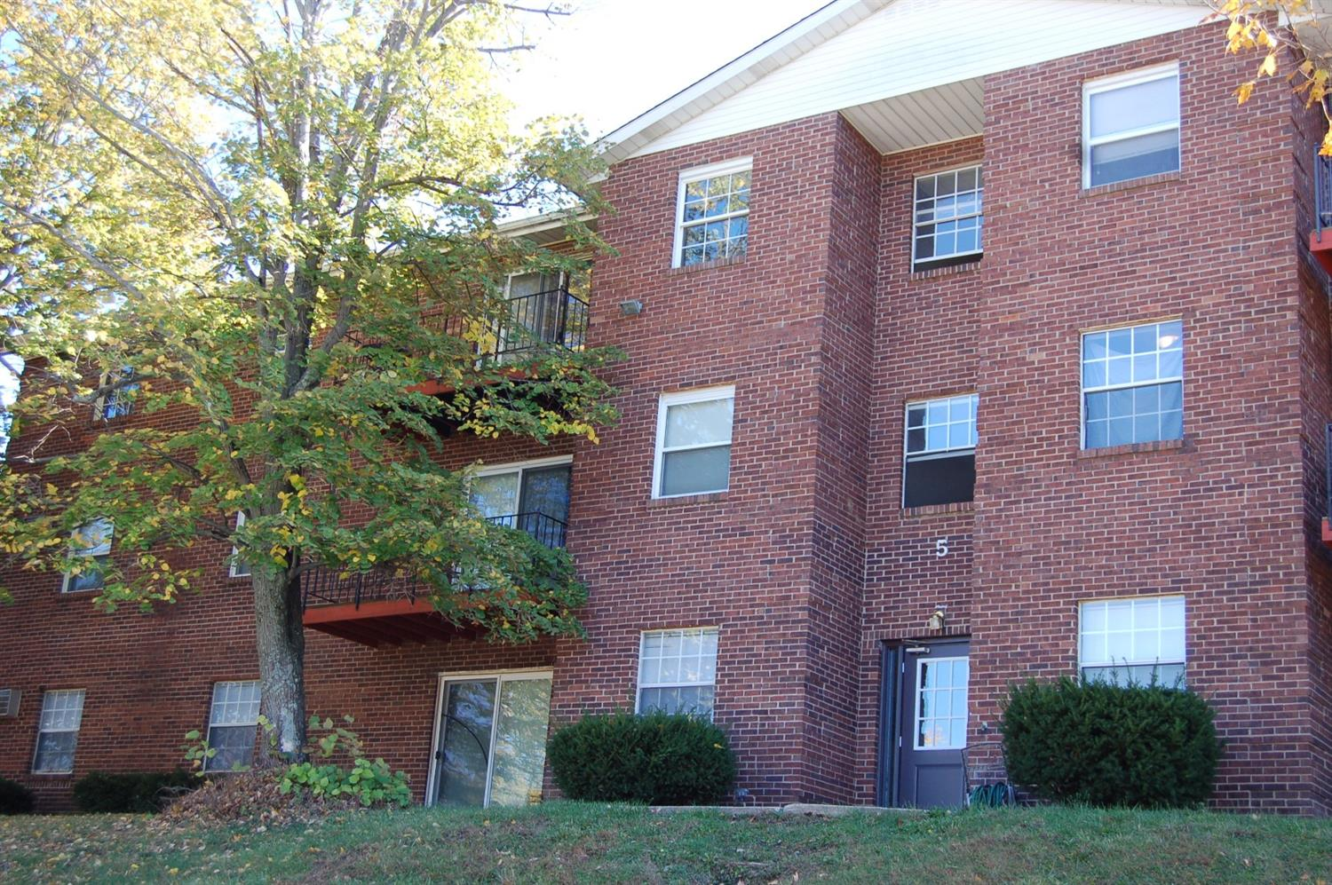 Property for sale at 5 Camelot Court Unit: 65, Fairfield,  Ohio 45014