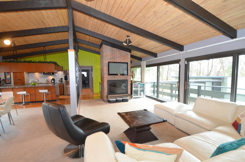 Open floorplan for easy living and entertaining!