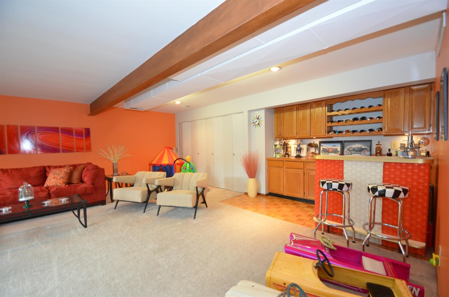 LL Family Room with WET BAR and plenty of storage!