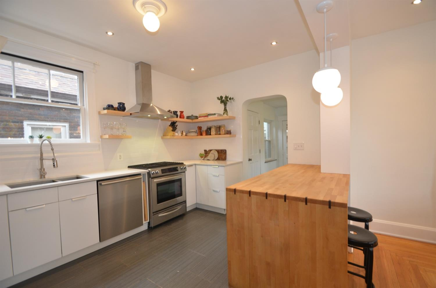 Fantastic kitchen with stainless appliance suite included.