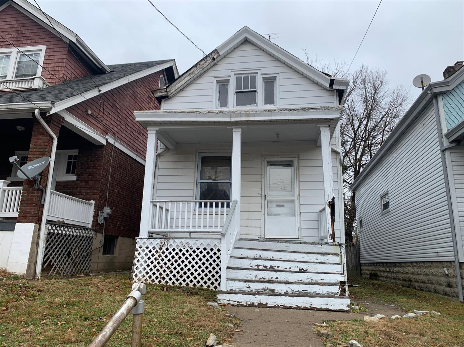 Property for sale at 1974 Kinney Avenue, Cincinnati,  Ohio 45207