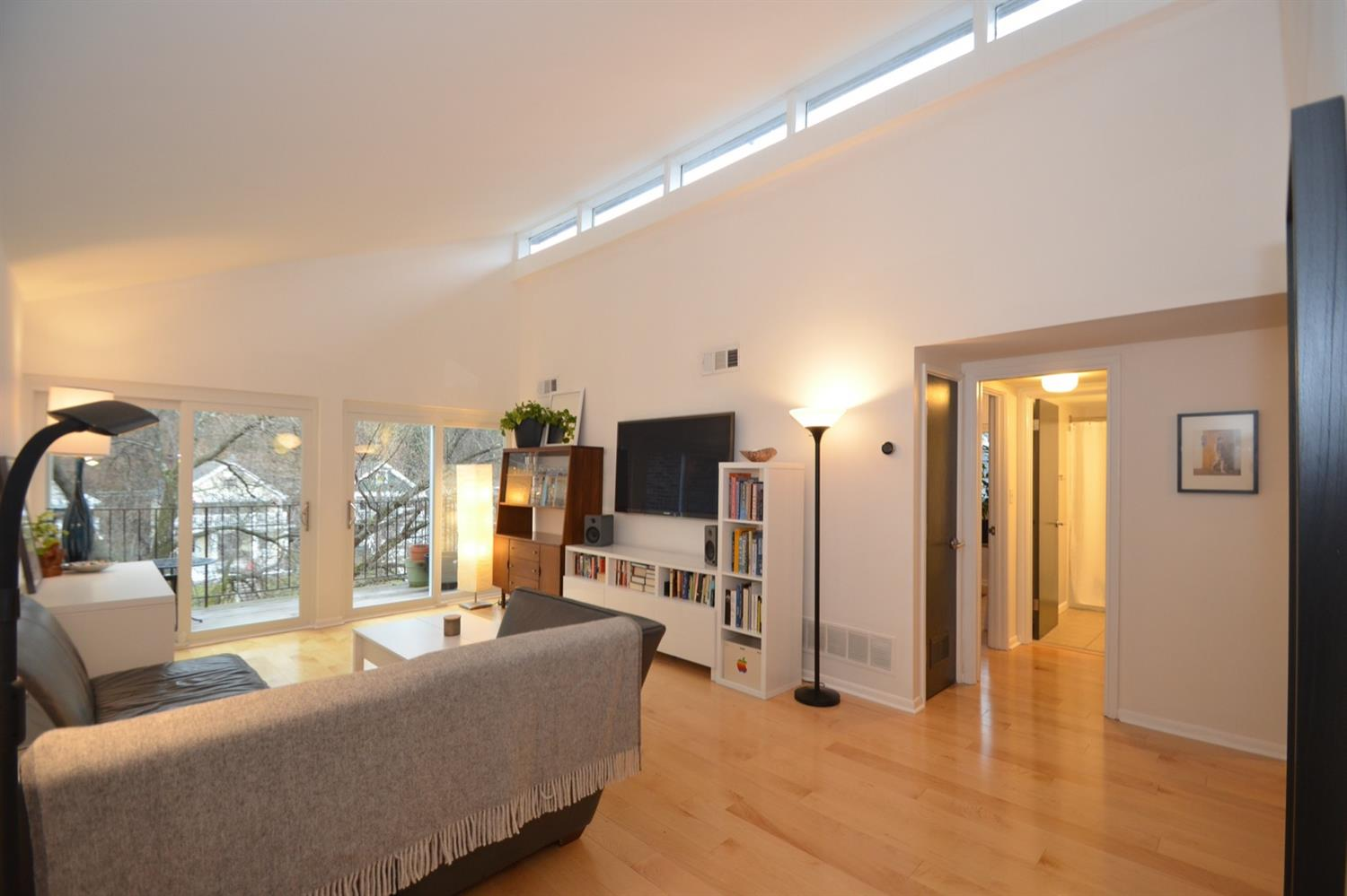 This (rarely available) top floor unit has vaulted ceiling and a row of clerestory windows to flood the living space with natural light - even on a gray winter day!